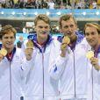 Amaury Leveaux, Fabien Gilot, Clément Lefert et Yannick Agnel après avoir obtenu la médaille d'or lors du relais 4x100m le 29 juillet 2012 lors des Jeux olympiques de Londres