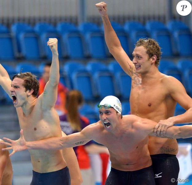 Amaury Leveaux, Fabien Gilot, Clément Lefert et Yannick Agnel peuvent laisser exploser leur joie après avoir obtenu la médaille d'or lors du relais 4x100m le 29 juillet 2012 lors des Jeux olympiques de Londres