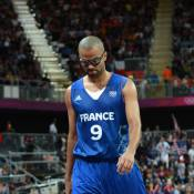 Michelle Obama : Gros câlins pour Kobe Bryant qui a écrasé Tony Parker