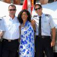 Rihanna dédicace le scooter des membres de l'équipage de sin yacht le Latitude à Antibes le 29 juillet 2012