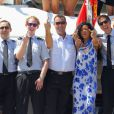 Rihanna s'amuse avec les membres de l'équipage de sin yacht le Latitude à Antibes le 29 juillet 2012