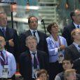François Hollande, accompagné de Valérie Fourneyron et Thierry Rey ont assisté à la victoire de Yannick Agnel sur le 200m nage libre à Londres durant les Jeux olympiques le 30 juillet 2012