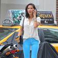 En jean bleu ciel chemisier  loose  et escarpins raccord, Olivia Munn ne passe pas inaperçue dans les rues de New York