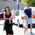 Belle journée en famille pour Jessica Alba, ses filles et son époux Cash Warren. La tribu est allée au Coldwater Canyon Park dans le nord de Beverly Hills le 4 août 2012