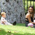 Haven fait la joie de sa maman Jessica Alba au Coldwater Canyon Park dans le nord de Beverly Hills le 4 août 2012
