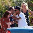 Connor et Isabella, les enfants adoptifs de Tom Cruise et Nicole Kidman, rendent visite à de la famille en Californie, à bord d'une belle décapotable, le 7 août 2012