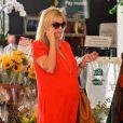 Reese Witherspoon, enceinte, fait ses courses à Santa Monica le 8 août 2012