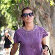 Kate Walsh, stylée en sweater violet, mini-short noir et bottines Chloé à Los Angeles. Le 7 août 2012.