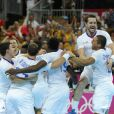 Les Experts du hand français ont conservé le 12 août 2012 aux JO de Londres leur titre olympique de Pékin en battant en finale la Suède (22-21). Un doublé historique, une joie épique, une équipe de légende.