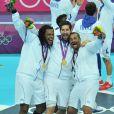 Sorhaindo, Karabatic et Dinart en liesse et en or ! Les Experts du hand français ont conservé le 12 août 2012 aux JO de Londres leur titre olympique de Pékin en battant en finale la Suède (22-21). Un doublé historique, une joie épique, une équipe de légende.
