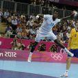 Luc Abalo pour la gagne ! Les Experts du hand français ont conservé le 12 août 2012 aux JO de Londres leur titre olympique de Pékin en battant en finale la Suède (22-21). Un doublé historique, une joie épique, une équipe de légende.