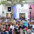 Des milliers de supporteurs se sont amassés sur les Champs-Elysées, quelques heures après le retour des sportifs français des Jeux Olympiques 2012 de Londres, le lundi 13 août 2012.