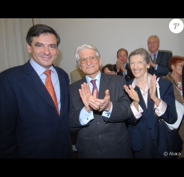 François Fillon et ses parents, Michel et Anne Fillon, en mai 2007 Sablé-sur-Sarthe. Anne Fillon est décédée dans la nuit du 16 au 17 août 2012