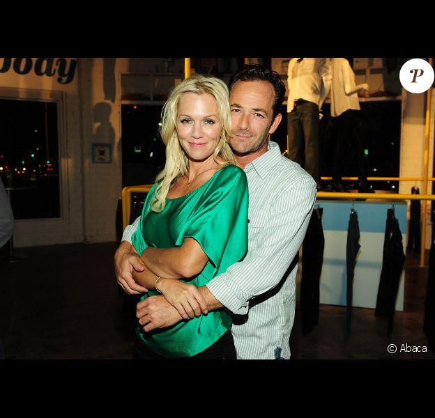 La belle Jennie Garth et Luke Perry au bar à jeans Old Navy à Los Angeles, le 23 août 2012