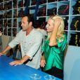 Jennie Garth et Luke Perry en plein travail au bar à jeans Old Navy à Los Angeles, le 23 août 2012