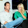 Jennie Garth et Luke Perry, complices, au bar à jeans Old Navy à Los Angeles, le 23 août 2012