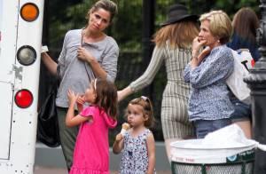 Amanda Peet, superbe à 40 ans : Pause tendresse avec ses deux filles et sa mère