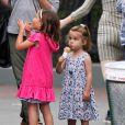Amanda Peet emmène ses filles Frances et Molly prendre une glace, avec sa mère Penny. A New York le 25 août 2012.
