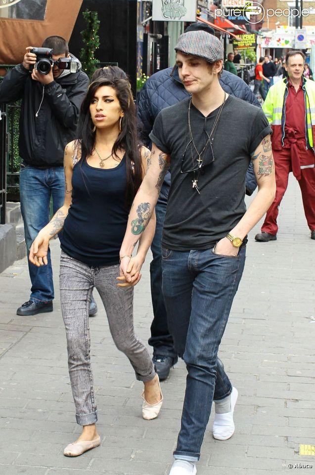 Blake Fielder-Civil et Amy Winehouse le 19 avril 2010 à Londres