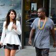 Kanye West et sa très chic petite amie Kim Kardashian quittent le cinéma après avoir vu le film ParaNorman. New York, le 1er septembre 2012.