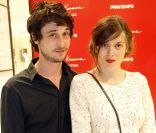 Jérémie Elkaïm et Valérie Donzelli lors de l'inauguration du pop-up store Louis Vuitton x Yayoi Kusama au grand magasin Printemps. Paris, le 4 septembre 2012.