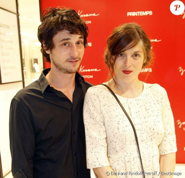 Jérémie Elkaïm et Valérie Donzelli lors de l'inauguration du pop-up store Louis Vuitton x Yayoi Kusama au grand magasin Printemps. Paris, le 4 septembre 2012.