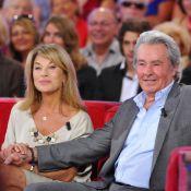Alain Delon et Nicole Calfan, tendres amis, applaudissent Robert Charlebois