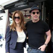 John Travolta, miné par la rumeur, mais en amoureux avec Kelly Preston à Paris