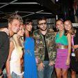 Les Ch'tis, avec deux fans, au concert organisé par la radio Mona FM le 8 Septembre 2012 à Armentières.
