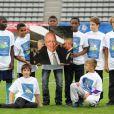 lors d'un match de gala opposant le Variété Club de France à la Sélection républicaine au Stade Charlety à Paris le 12 septembre 2012 en hommage à Thierry Roland et pour les 80 ans du foot pro