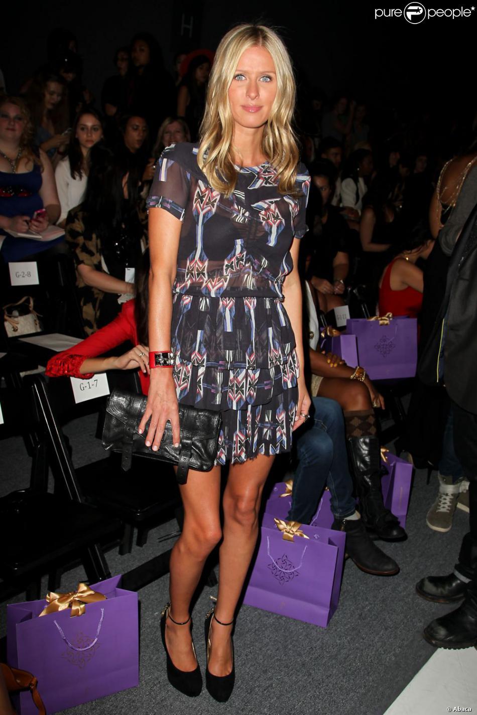 Nicky Hilton, au premier rang du défilé Noon by Noor printemps été 2013, porte une robe Isabel Marant et des souliers Brian Atwood.