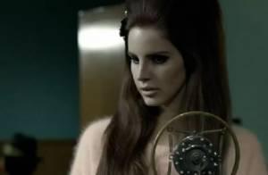 Lana Del Rey : Elégante icône des années 50 pour la campagne automnale de H&M