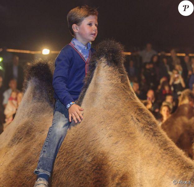 Le prince Christian, qui monte ici un chameau sur la piste aux étoiles, et la princesse Isabella de Danemark, avec leur mère la princesse Mary, assistaient le 3 septembre 2012 à une représentation du Cirkus Dannebrog au profit de la Danish Kidney Disease Association, dont Mary est la marraine.