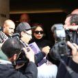 Lady Gaga quitte son hôtel pour se rendre sur les Champs-Elysées faire le lancement de son parfum à Paris le 23 septembre 2012
