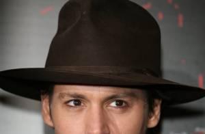 Un jeune homme armé sur le tournage de Johnny Depp !