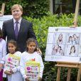 Le prince Willem-Alexander des Pays-Bas lançait le 25 septembre 2012 l'opération Kinderpostzegels (les timbres pour les enfants). Cette année, ce sont ses propres filles Catharina-Amalia, Alexia et Ariane qui ont servi de modèles pour les timbres caritatifs.