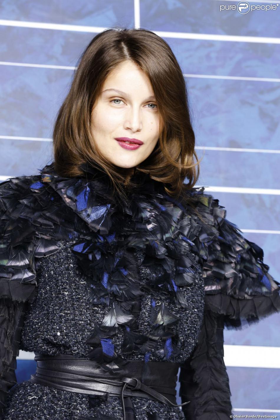 Laetitia Casta, superbe au défilé Chanel le 2 octobre 2012