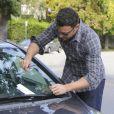 Ben Affleck et ses filles Violet et Seraphina font des courses à Los Angeles, le 6 octobre 2012. Responsable d'un léger accident de voiture, Ben Affleck n'a pas manqué de laisser un mot sur le pare-brise propriétaire.