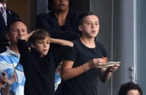 David Beckham : Regard noir et câlin sous le regard de ses trois bambins affamés