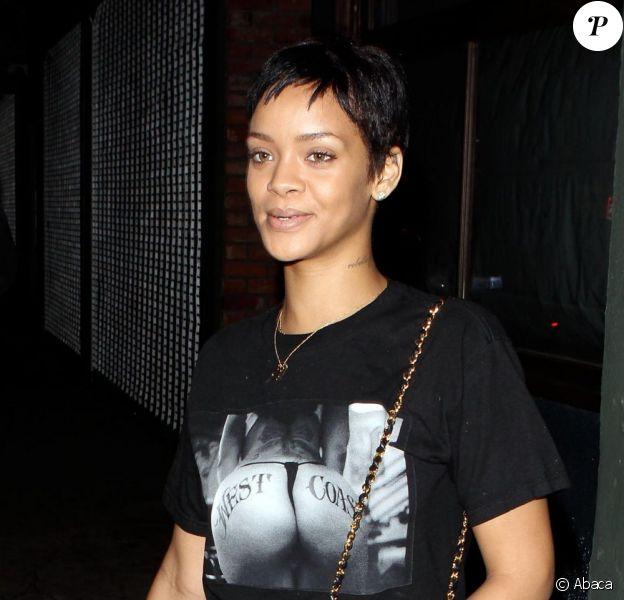 Rihanna toujours provoc côté style porte un t-shirt évocateur mais pas de make-up. West Hollywood, Los Angeles, le 13 octobre 2012.