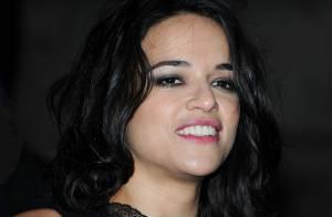 Michelle Rodriguez sexy, comme à moitié nue, à la soirée Hollywood Costume