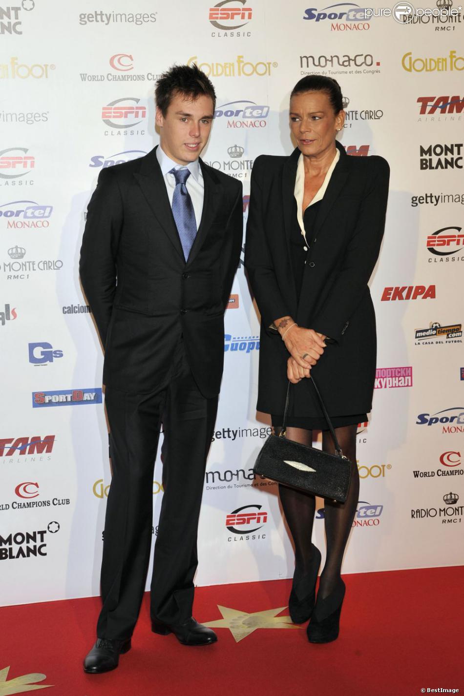 La princesse Stéphanie de Monaco et son fils Louis Ducruet assistent à la cérémonie du Golden Foot Award remis à Zlatan Ibrahimovic à Monaco le 17 Avril 2012.