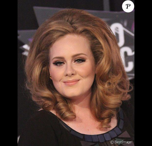Adele pose lors des MTV video music awards en août 2011 à Los Angeles