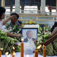Le défunt ancien roi du Cambodge Norodom Sihanouk, décédé le 15 octobre 2012 à Pékin à 89 ans et dont la dépouille a été rapatriée le 17 à Phnom Penh, reçoit depuis de nombreux hommages émus, en plein deuil national.
