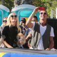 Gwen Stefani et Gavin Rossdale, parents heureux et admiratifs de leurs enfants Kingston et Zuma lors d'une sortie famille chez Shawn's Pumpkin Patch à Los Angeles le 21 octobre 2012