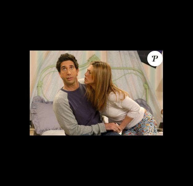 Ross (David Schwimmer) et Rachel (Jennifer Aniston) dans la série Friends.
