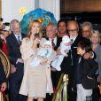 Céline Dion entourée de ses jumeaux Nelson et Eddy, de son fils René Charles et de son mari René à Las Vegas le 16 février 2011.