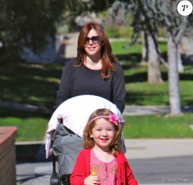 Alyson Hannigan et ses filles à Los Angeles le 25 octobre 2012.