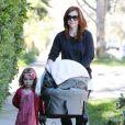 Alyson Hannigan prend du bon temps en famille à Los Angeles le 25 octobre 2012.