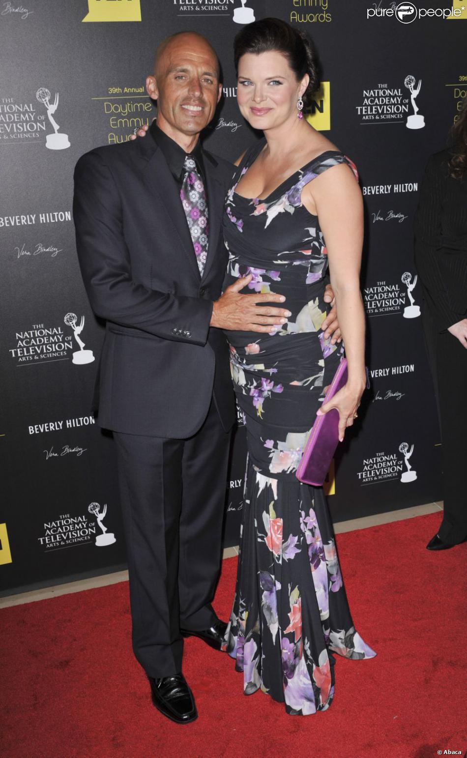 Heather Tom enceinte avec son mari James Achor en juin 2012 lors des Emmy Awards, où elle a été primée pour le Meilleur rôle dans une série dramatique grâce à son rôle de Katie Logan dans  Amour, gloire et beauté . Elle était enceinte de Zane, son premier enfant, qui naîtra le 28 octobre.
